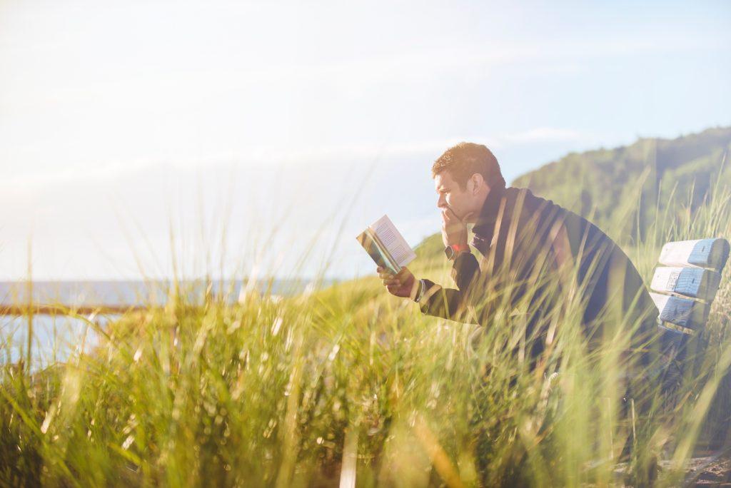 読書する事で人生が明るくなる【長生きできる読書術】