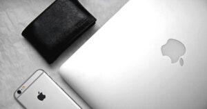 手のひらサイズの小さな財布